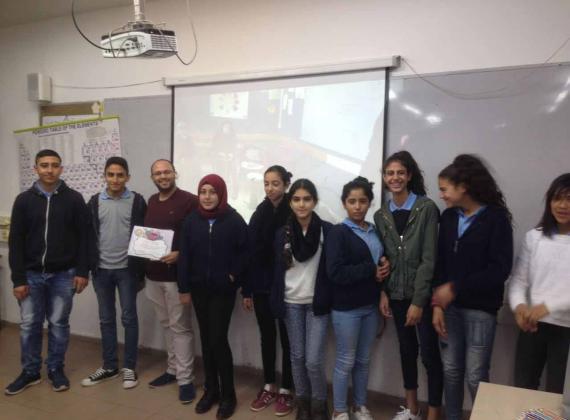 """طلاب مدرسة ابن سينا كفر قرع يكتبون عن فيلم """"غناء"""" الجديد ضمن مشروع إشراقات"""