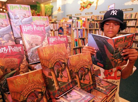 أسباب وعواقب صرعة الأدب العابر للأجيال في عصرنا الحاليّ